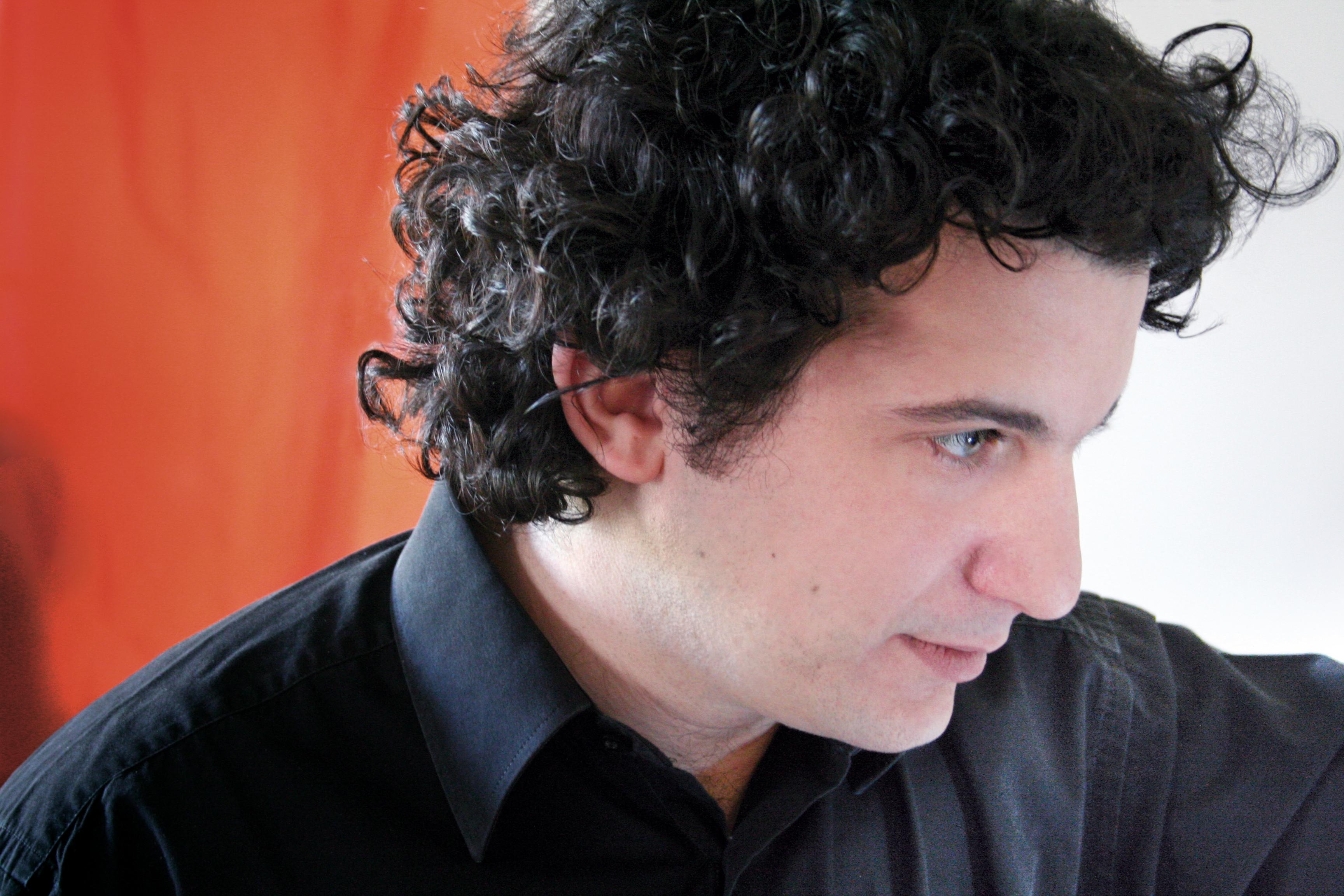 http://www.musicaglotz.com/wp-content/uploads/2011/03/Alain-Altinoglu-CouleurRVB-Photo-Pierre-Yves-Rambaud2.jpg